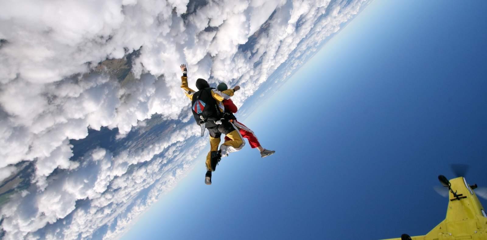 skydiving wallpaper 1680x1050